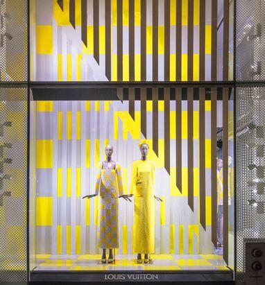 Daniel Buren signe les vitrines de Louis Vuitton http://www.vogue.fr/mode/news-mode/articles/daniel-buren-signe-les-vitrines-de-louis-vuitton/17712