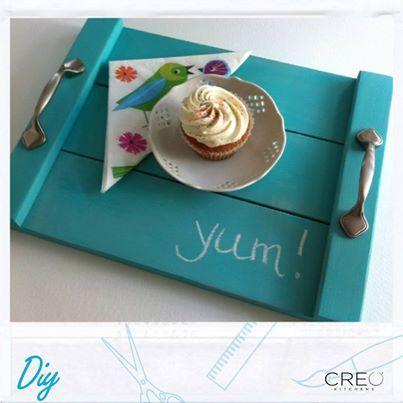 Un bel #vassoio per trasportare i tuoi piatti migliori dalla #cucina al divano! #DIY! #CREO #hawk