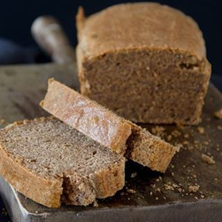 Eet je paleo/glutenvrij en mis je brood? Dan moet je zeker dit cashewbrood eens maken! 😍 deze is echt onwijs lekker en elke keer weer een succes 🙌. De link naar het recept staat in m'n bio.