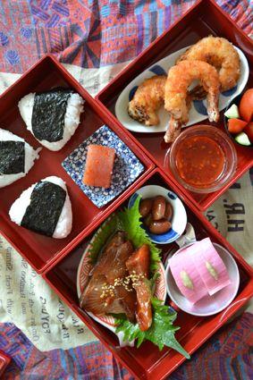 Nori Onigiri Rice Balls Bento Lunch (Mentaiko Cod Roe, Fried Shrimp w/ Sweet Chilli Sauce, Soy Marinated Fish, Kamaboko Surimi Cake) 弁当