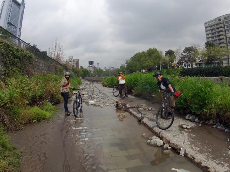 La expedición al curso del río Mapocho va!! Sólo atenti! #mapochopedaleable