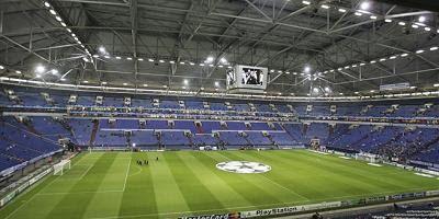 Inaugurado em 2001 em Gelsinkirchen, na Alemanha, o Arena AufSchalke, ou Veltins Arena, é o estádio que serve de casa ao F.C. Schalke 04. Com capacidade para 61.481 espectadores, com um tecto retratil e que tem a possibilidade de fechar por completo todo o recinto e ainda com o deslizamento de todo o relvado para fora do estádio para este poder apanhar uma maior quantidade de ar, o Arena AulSchalke é um dos mais modernos estádios em todo o mundo. Em 2004 foi o palco escolhido pela UEFA para…