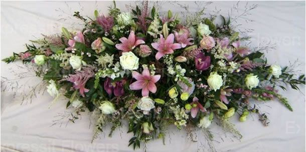 If you're finding it difficult thinking up the words for a funeral flower message then let us help with a selection of ideas and examples of what to say