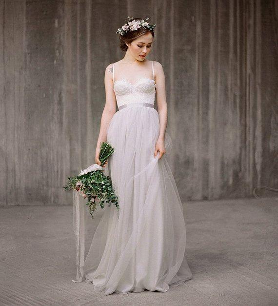 Icidora / / Abito da sposa romantico  grigio  di Milamirabridal