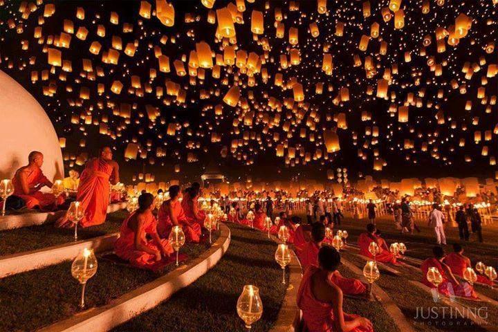 Las migas me persiguen: Linternas flotantes en Tailandia