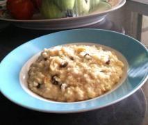 Apple, cinnamon & sultana porridge.