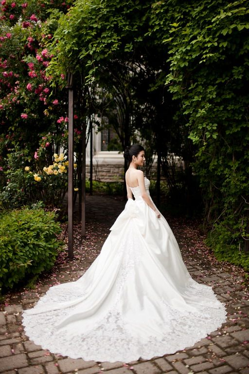 Casa Loma Engagement Session | Gorgeous #wedding #dress! ~ http://www.focusproduction.ca/casa-loma-and-sunnyside-park-pre-wedding-photo/