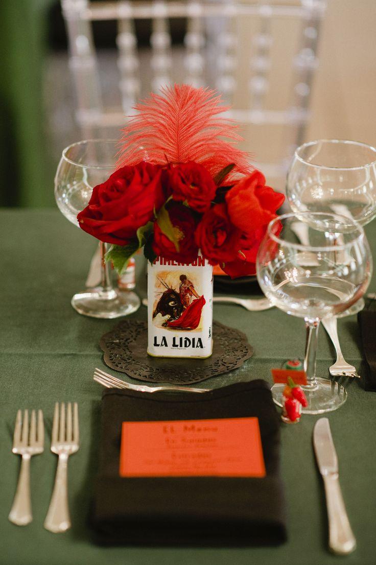 """Decorar una mesa para una fiesta flamenca o española Inspiración: """"A Spanish Christmas Party"""" -Amanda M. Jacobs in collaboration with Jaclyn Journey Designs"""
