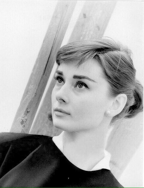 Just when I thought I'd seen every picture of Audrey Hepburn there ever was... I found anudder