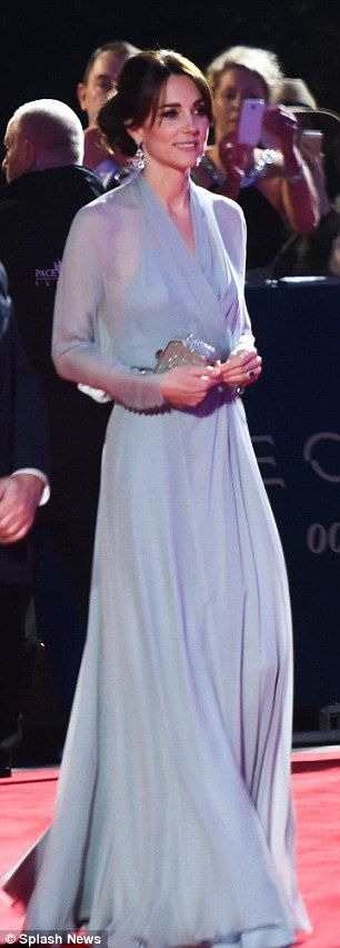 Kate Middleton braless at Spectre world premiere in Jenny Packham gown | Daily Mail Online