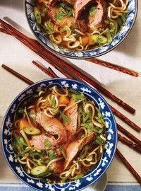 Soupe aux nouilles ramen et au boeuf (via Ricardo). Opter pour une version sans gluten!!