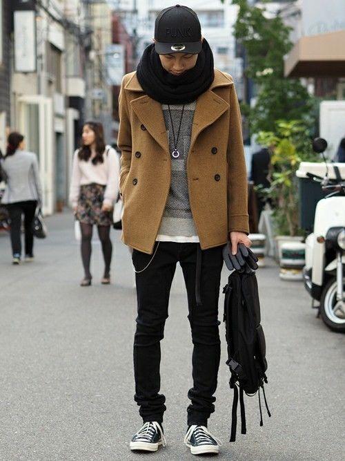Pコート×スキニーデニムの休日スタイル。キャメルカラーのPコートはシャープなシルエット&温もりのある