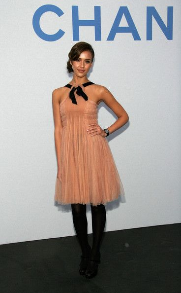 Jessica Alba Photos Photos - Actress Jessica Alba arrives at the 2007/8 Chanel Cruise Show Presented By Karl Lagerfeld held at Hangar 8 on May 18, 2007 in Santa Monica, California. - 2007/8 Chanel Cruise Show Presented By Karl Lagerfeld - Arrivals