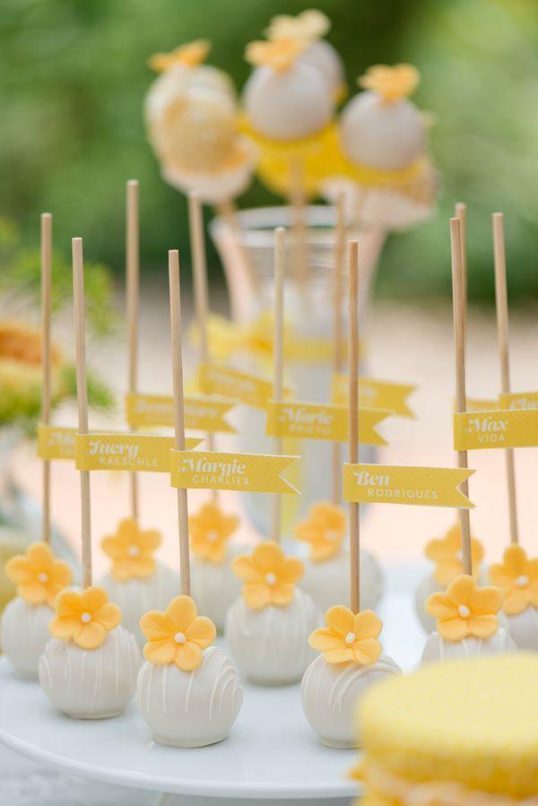gelbe und weiße Kuchen knallt für süße Tabelle   – Candybar und Cupcakes