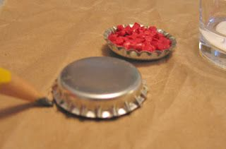 DIY Dollhouse Decorating!: doll house pie from bottle cap and beads. Lots more great DIY ideas on this site!!!