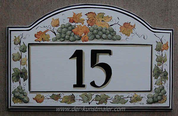 Dekorative Hausnummern, Handbemalte Hausschilder mit Weintrauben