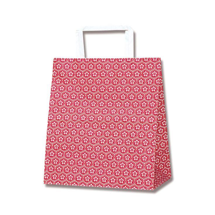 平手の持ち手があるタイプの紙袋です。 亀甲模様の中に梅の花は入った和風の手提げ袋です。 落ち着いた日本的デザインです。和菓子屋さん等にお勧めです。