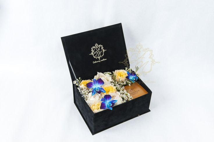 Flowers that express emotions Flower box Luxury Flowers Luxury gifts Floral arrangement