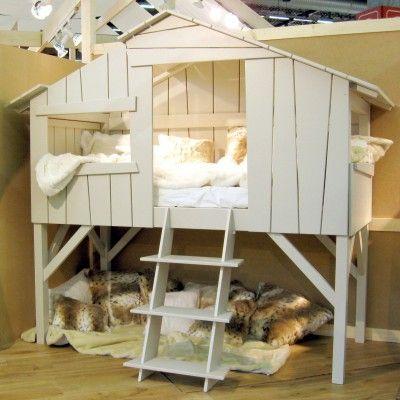 Le lit cabane est une création originale pour Mathy by Bols. Une vraie cabane perchée comme dans un arbre.
