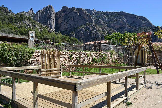 Vinyanova,  ideal para comer con grupo de amigos y niños. Esta justo al pie de Montserrat, Barcelona