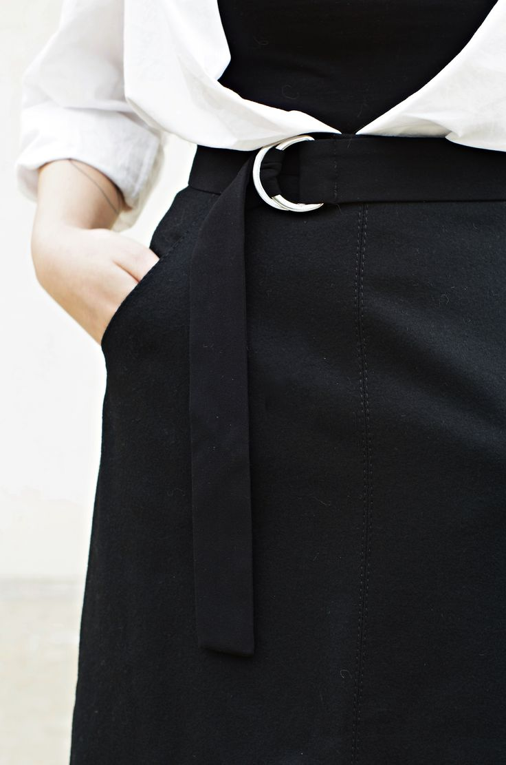 Minimal Outfits - Back to basics - Looktheotherway.co