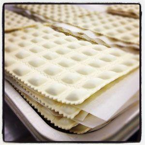 Comment fabriquer les ravioles du Dauphiné? Visite d'une usine de la société Saint Jean