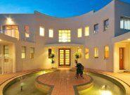 Gold Coast Unique Homes build luxury homes.