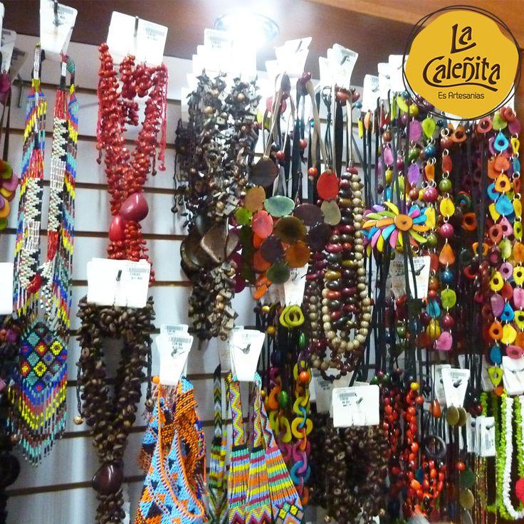 Un amplio surtido de Accesorios Artesanales de collares, aretes y pecheras en tagua, madera y caña flecha tenemos para que complementos tus outfits con un estilo muy orgánico y étnico. 🎀💖🙌 #ArtesaníasDeColombia #ArtesaniasAutenticasColombianas #ArtesaniasColombianasHechasAMano