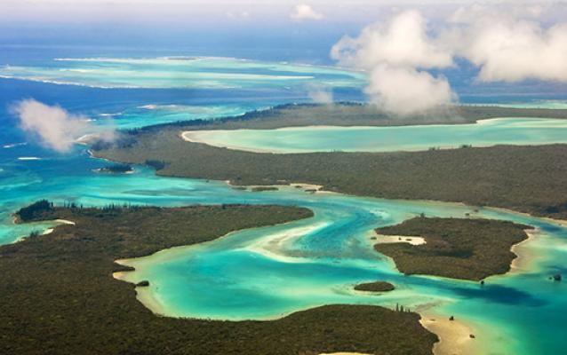 Île des Pins, vue du ciel, Nouvelle-Calédonie. http://www.lonelyplanet.fr/article/le-plus-beau-de-la-nouvelle-caledonie #îledesPins #paradisiaque #NouvelleCalédonie #voyage