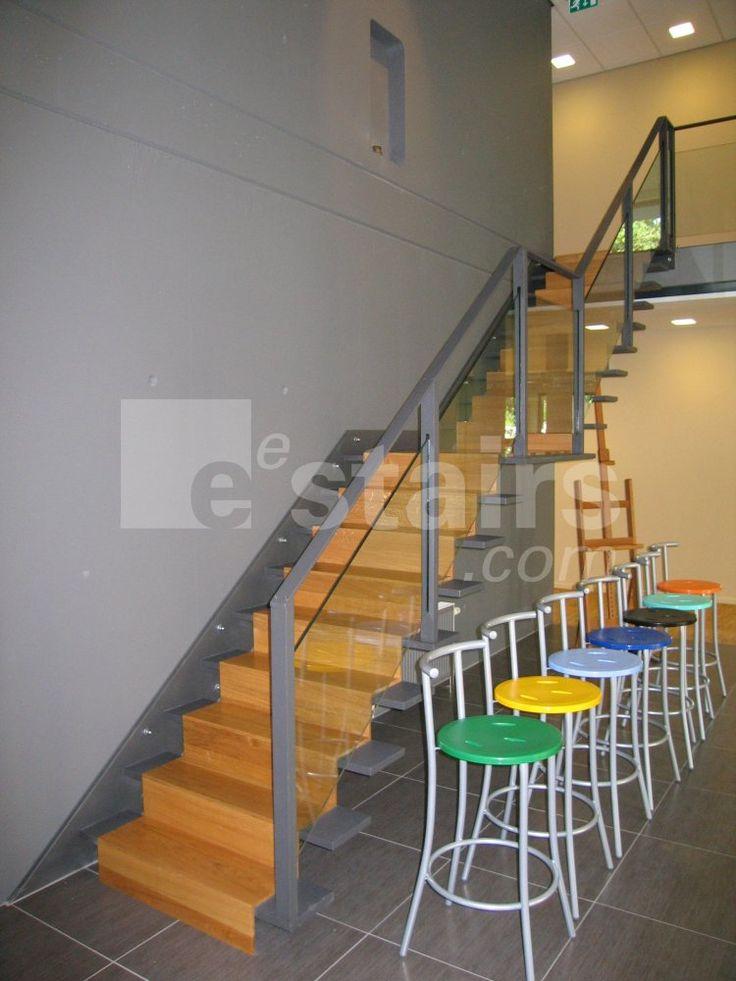 die besten 25 freitragende treppe ideen auf pinterest betonstufen schwebende treppe und. Black Bedroom Furniture Sets. Home Design Ideas