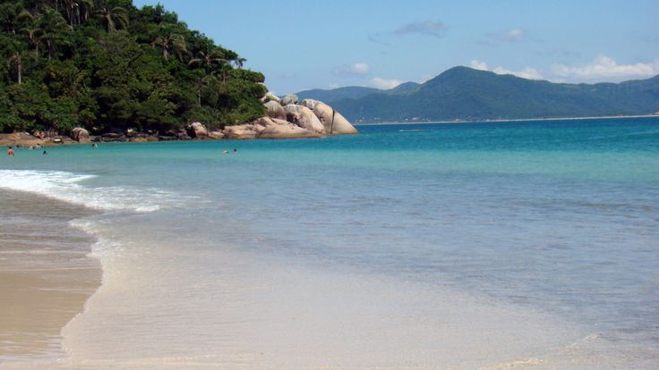 Certamente ao pensar em Floripa, pensamos em praia certo? Sim, mas a cidade vai muito além das praias! Florianópolis conta com uma variedade imensa de programações culturais e passeios diversos. Conheça nesse post os pontos turísticos de Florianópolis!