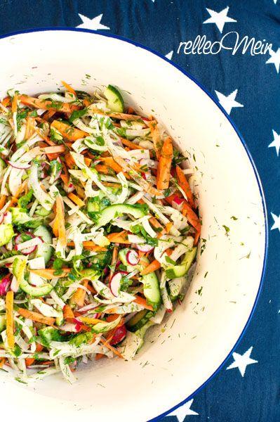 Heute Abend gibt es mal wieder schnelle frische Küche...diesmal Humus auf gerösteten Torillas und dazu einen knackfrischen Salat. Humus 400 g gekochte Kichererbsen (selbst gekocht oder aus der Dose...