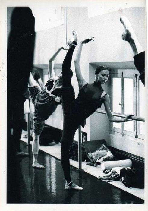 wear moi pointe | stretch pretty ballet barre ballet class pointe point