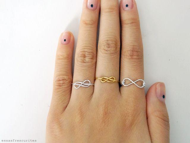 Hey diyers !        Trouxe 2 tutoriais super bacanas de anéis com o símbolo do infinito.  Um é mais fácil enquanto o outro é mais di...