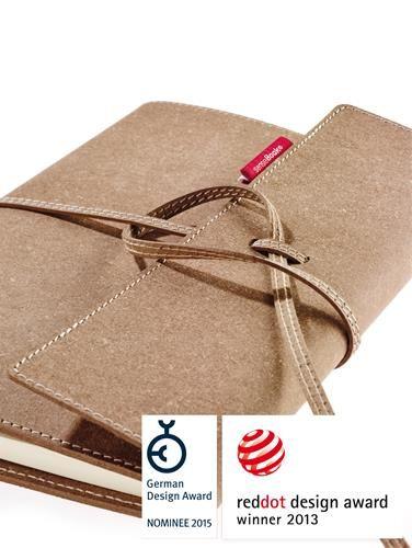 Alles gaat digitaal, toch is er nog steeds veel vraag naar mooie schrijfmappen. De #Sensebooks zijn daar een goed voorbeeld van. Bekroond met de Reddot DesignAward 2013 en vervaardigd van gerecycled kalfsleder #MVO. Een vistekaartje voor elke creatieveling! http://www.cadeauxperts.nl/a/sensebook-notitieboek/