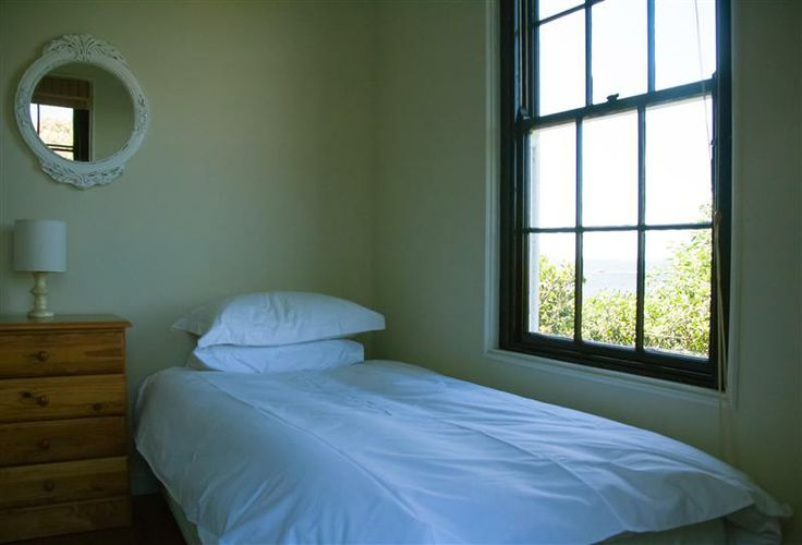 Self catering accommodation, Simon's Town, Cape Town   Twin room   http://www.capepointroute.co.za/moreinfoAccommodation.php?aID=582