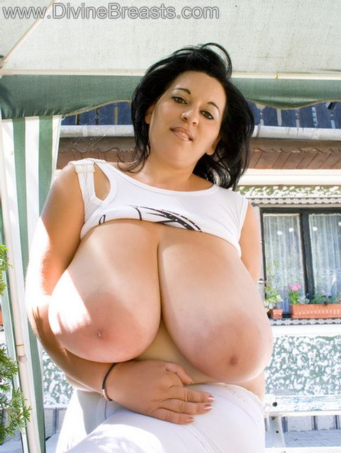 Young women with big natural tits-9377