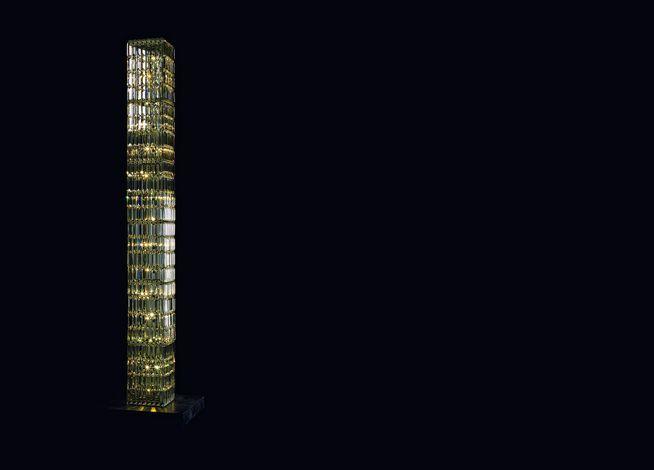 Lampada da terra a LED a luce indiretta in cristallo GLITTERBOX FLOOR LIGHT Collezione Crystal Palace by Swarovski | design Georg Baldele