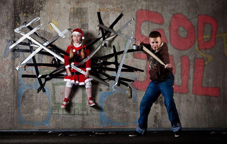 To halve ruller med gaffatape gikk med til årets julekort.