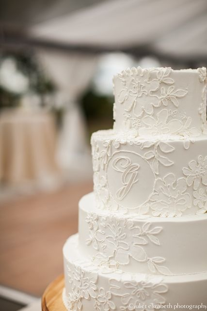 monogram wedding cake (minus the monogram and this cake is super pretty!)