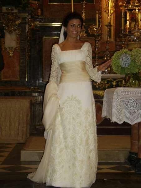 Mi vestido de novia una joya - Teresa Palazuelo (empezamos desde la tela espectacular a crearlo) es una pena no puede apreciarse el bordado en hilo de plata sobre el terciopelo...