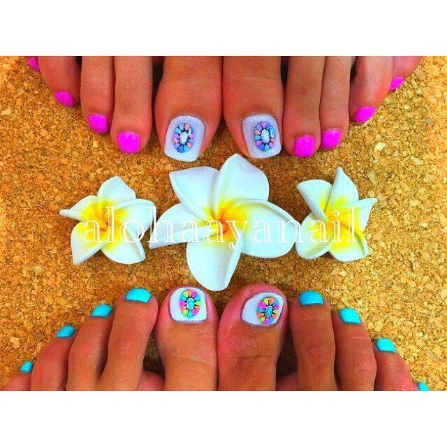 WEBSTA @ alohaaya26 - 🌿🌺色違いfoot🌺🌿**ポケモン探しながらフラ行ってきま〜す👀🎮ポケモン楽しい💗💗💗前もぷよぷよにお金つぎ込んだから気をつけないと🤔💦*#ネイル#nail#nails#nailart#foot#footnail#フットネイル