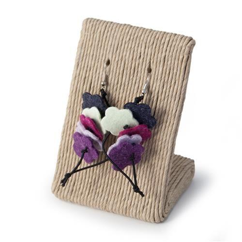 ORECCHINI PRISCILLA VIOLA  -  Orecchini in metallo anallergico con pendenti in lana cotta a forma di fiore.