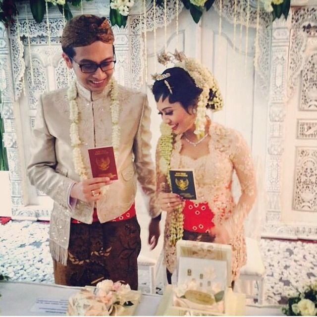 pastel mood for wedding #wedding #kebaya #kebayapengantin #bride #lace #sindur #javawedding #merras #merraskebaya