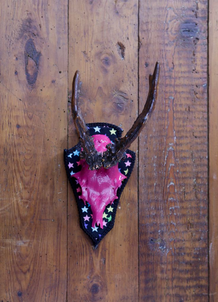 """Stylish wall sculpture, deer antler with scull, deer scull, deer mount, wall decoration, antler hook, antlers,  """"Olga"""" von ZWDesign auf Etsy"""