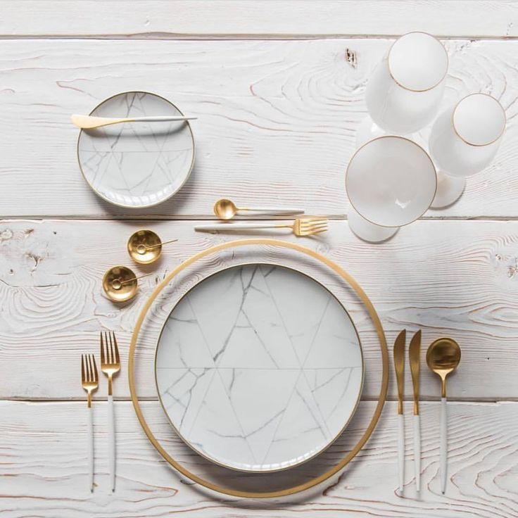 24 Piece White/Gold Cutlery set https://shop.thecoolhunter.net/product/gold-24-piece-cutlery-set/