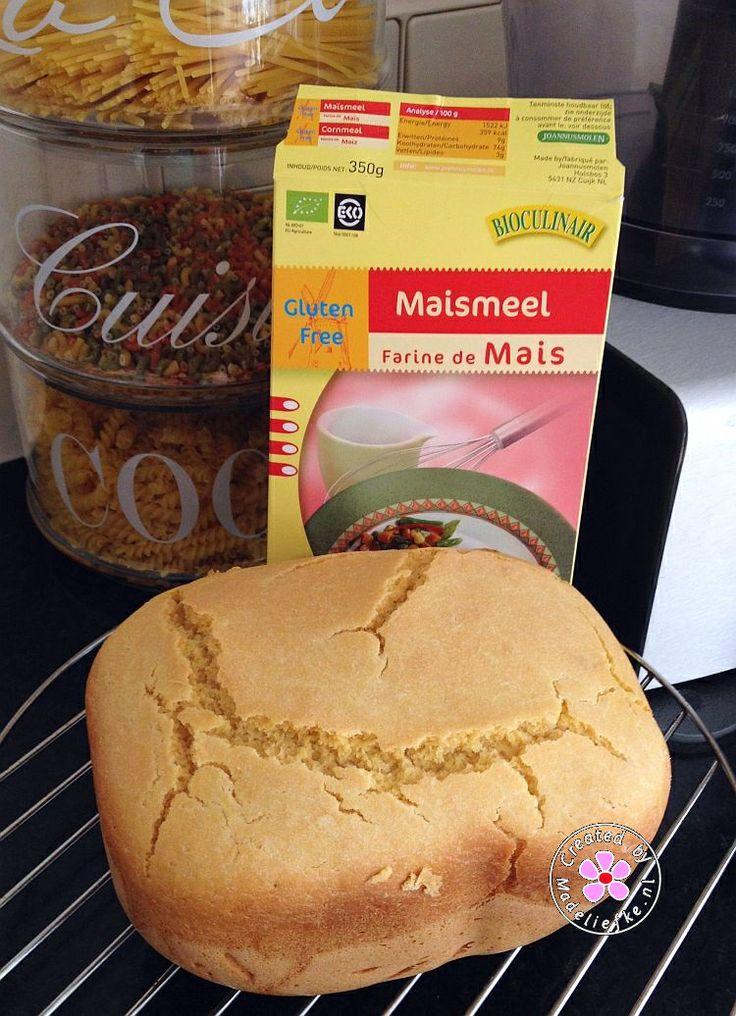 Maisbrood: 190 ml water, 90 ml melk, 1½ el mais- of olijfolie, 350 gr bloem, 150 gr maismeel, 1 tl zout, 2 tl donkere basterdsuiker 1 tl instantgist. Broodbakmachine programma '1: basic'. Heerlijk!