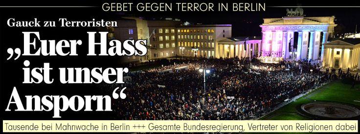"""Gauck zu Terroristen:""""Euer Hass ist unser Ansporn"""" - Tausende bei Mahnwache in Berlin +++ Gesamte Bundesregierung, Vertreter von Religionen dabei http://www.bild.de/politik/inland/terrorismus/terror-gedenken-in-deutschland-39322092.bild.html"""