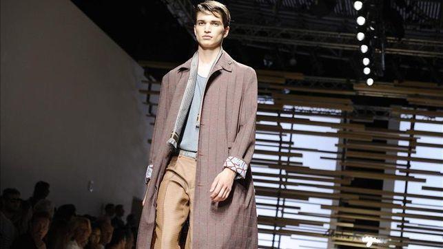 Gabardinas y trajes elegantes para el hombre clásico de Salvatore Ferragamo