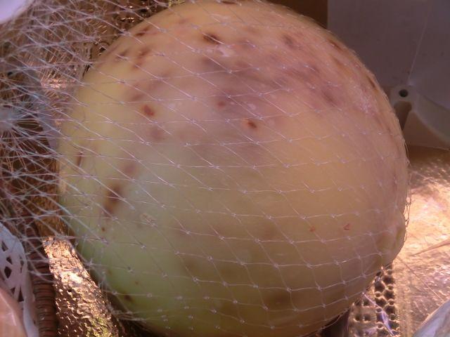 Caciocavallo con guindilla - quesos italianos http://ferranxarcuteria.com/es/63-quesos
